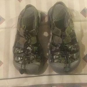 Kids keen sandals. Like new size 1